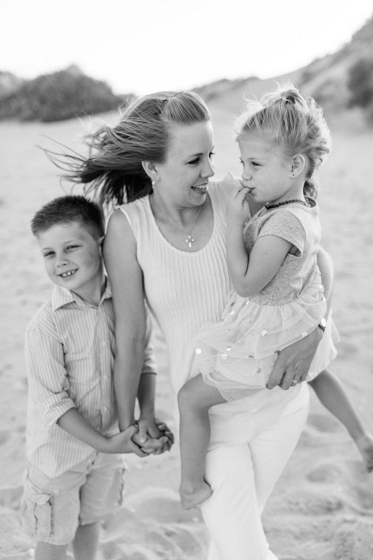 lifestyle family photographer in virginia beach